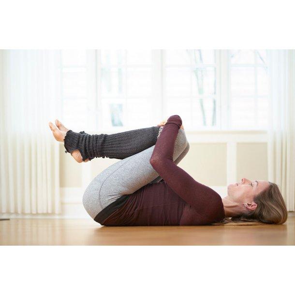 Yoga med hensyn mandag kl. 9.30 - 11.00 (start 14. januar 2019)